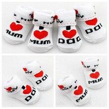 Moonbiffy маленьких Носки резиновые скольжению носки-тапочки Love DAD Love Mum детские носки с принтом для мальчиков и девочек