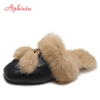 Aphixta prawdziwe kapcie futrzane buty kobieta 2020 muły damskie futrzane kapcie zimowe ciepłe buty damskie modne pantofle sierść królika tanie i dobre opinie Niska (1 cm-3 cm) podstawowe flokowane CN (pochodzenie) Zima Indoor Kwadratowy obcas RUBBER Dobrze pasuje do rozmiaru wybierz swój normalny rozmiar