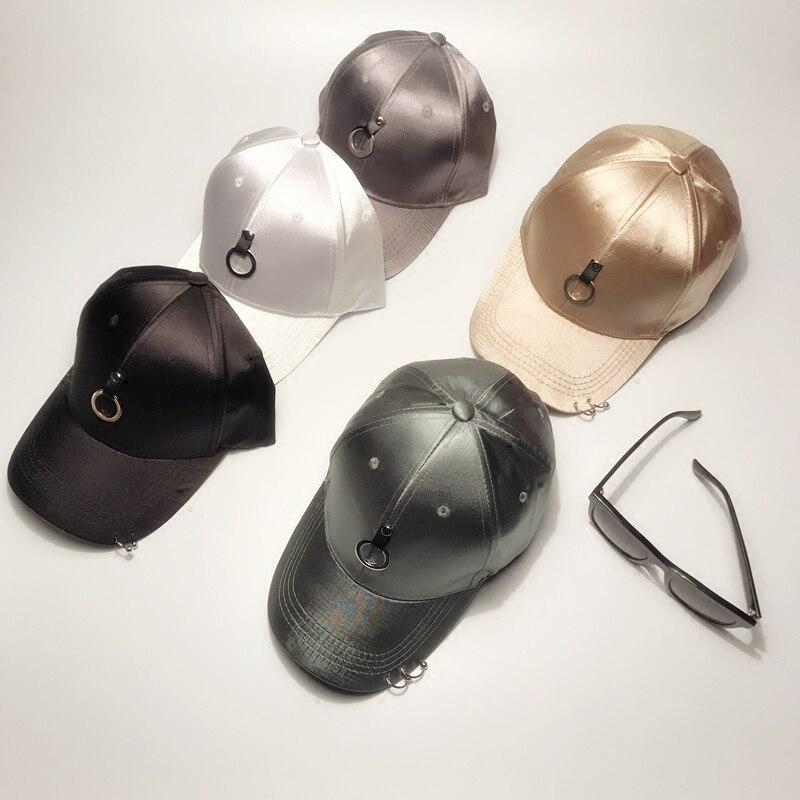 Prix pour Conception originale de Haute qualité satin circulaire En Métal pendentif personnalité loisirs hommes femmes baseball chapeau Hip-Hop