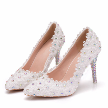 цены 9CM Crystal Heels Pointed Toe High Heels Pumps White Lace Bridal Wedding Shoes Pearls Party Evening Shoes Big Size XY-A0203