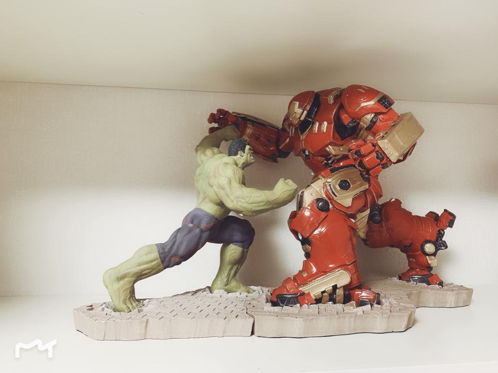 High Quality Hulk VS Iron man MK44 Hulkbuster Statue Color Painted Resin Statue Action FigureHigh Quality Hulk VS Iron man MK44 Hulkbuster Statue Color Painted Resin Statue Action Figure