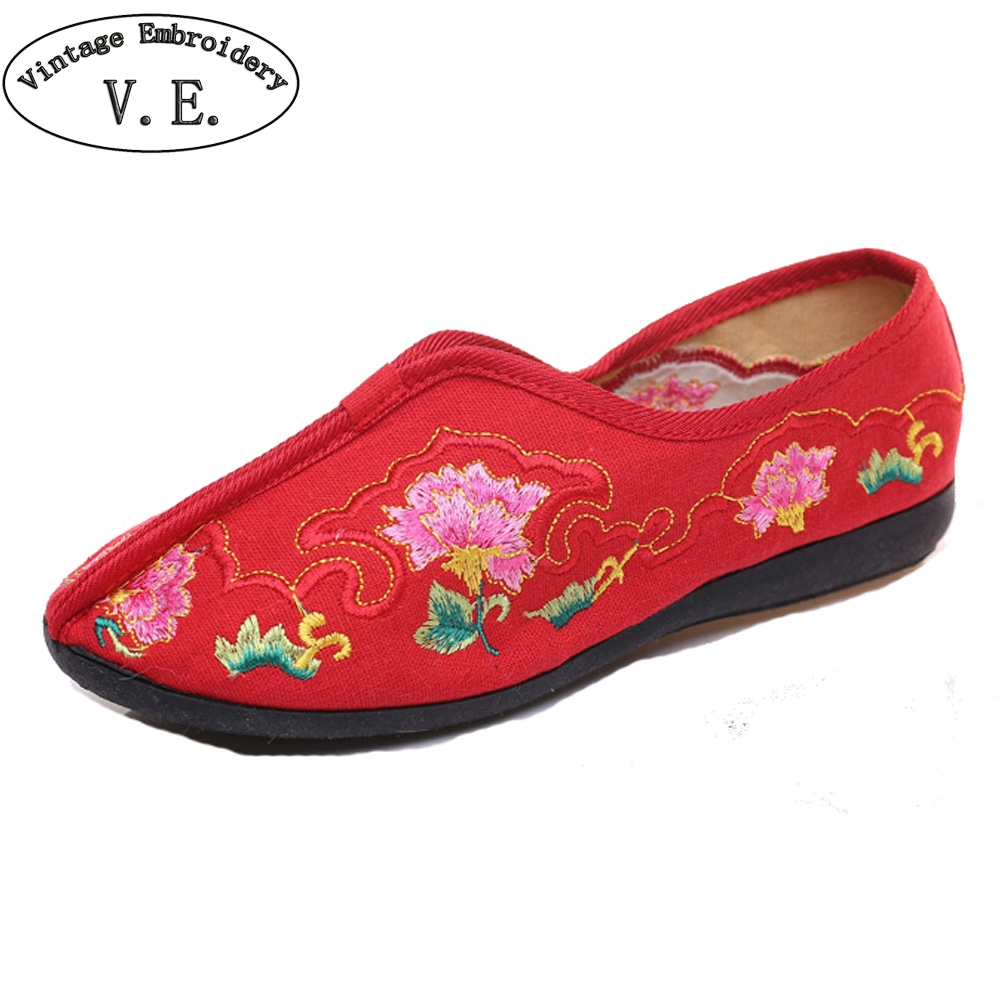 Chinese Wedding Women Flats Shoes Embroidery Slip On Shoes Floral Canvas Dance Shoes Woman Ballet Flat Zapatos Mujer Plus Size41 vintage women flats old beijing mary jane casual flower embroidered cloth soft canvas dance ballet shoes woman zapatos de mujer