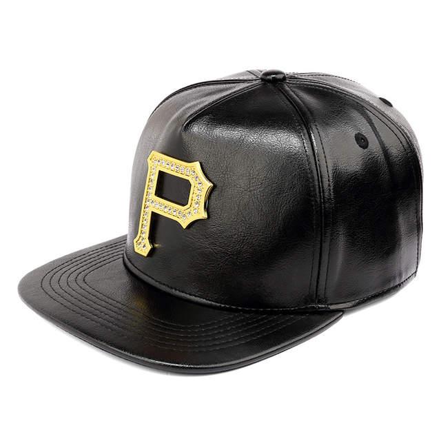 f7d865ff7228 Hotselling moda adulto pu SnapBack cuero suave P carta hip hop sombrero de  béisbol para los hombres paneles planos casual calle casquillo del ...