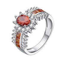Женское кольцо с овальной огранкой и красным кубическим цирконием