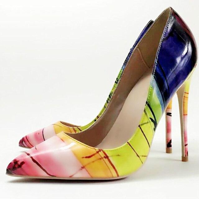 حذاء نسائي من Keshangjia حذاء سهل الارتداء مطبوع عليه أوراق شجر حذاء نسائي مثير بكعب عالٍ للنساء مزخرف بالزهور للنساء