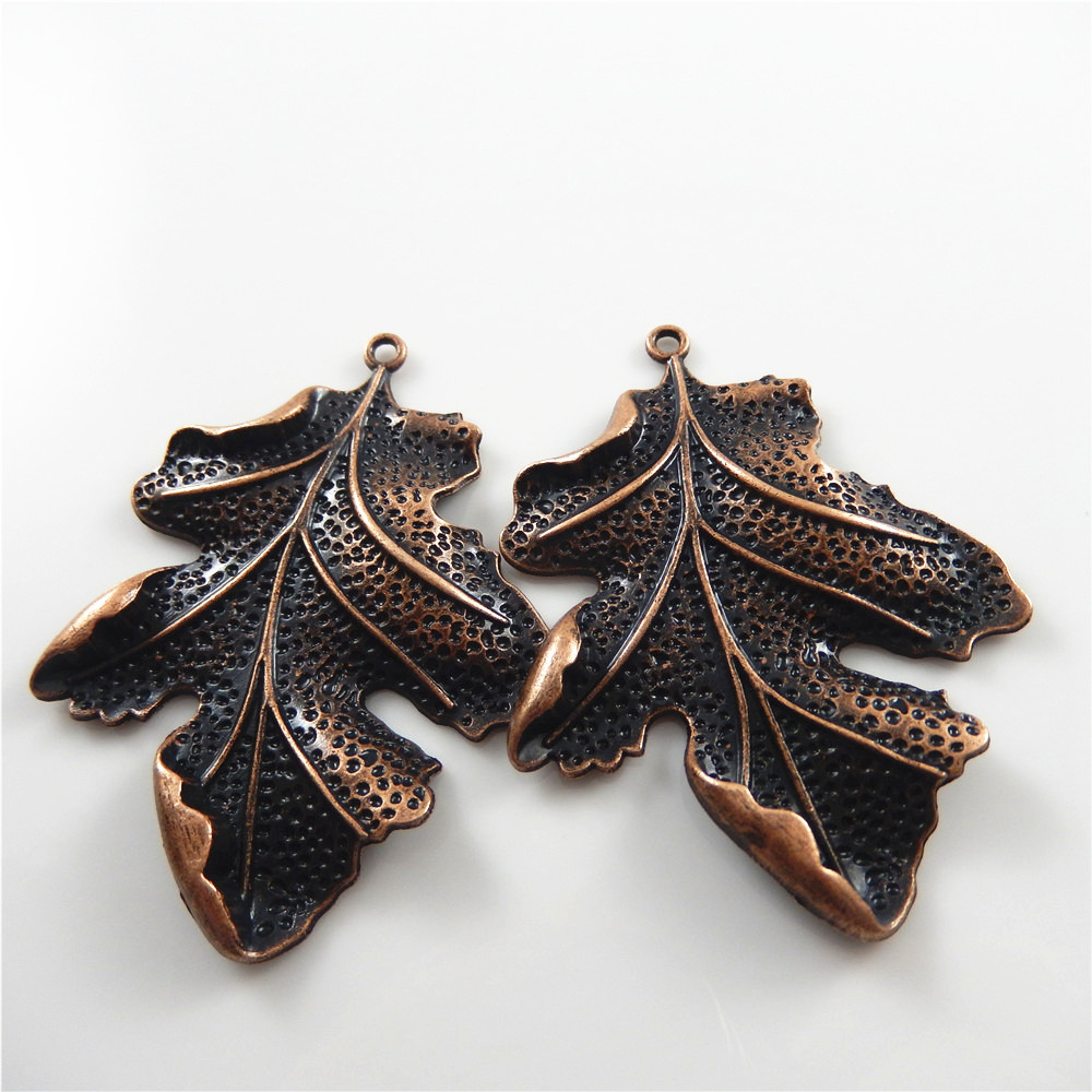 2 st / lot Red Copper Vintage Leaves Form Halsband Hänge Damgåva 67 * 51mm Handgjorda smycken Craft Charm Accessoarer Fin 51383