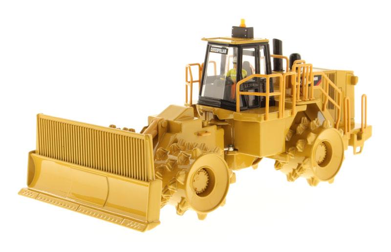 DM 85205 1 50 CAT 836H Soil Compactor toy