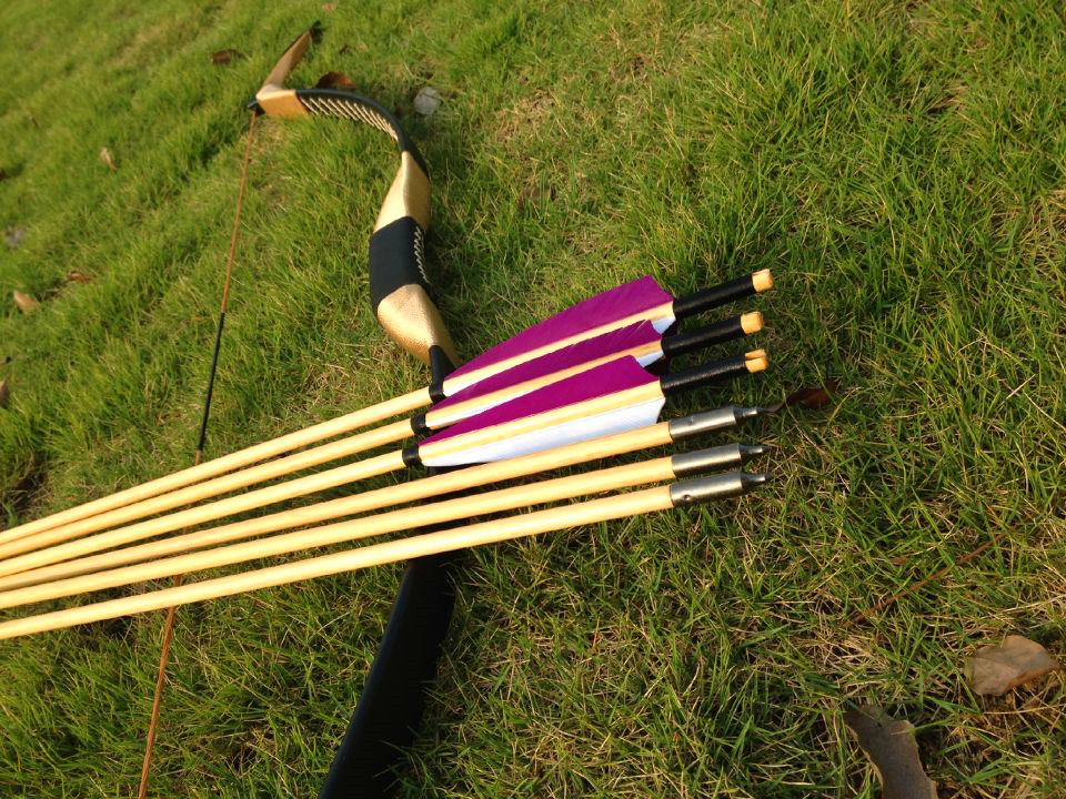 The ancient tradition of China recurve Longbow black leather 20-60#+6 wooden arrow outdoor hunting and archeryThe ancient tradition of China recurve Longbow black leather 20-60#+6 wooden arrow outdoor hunting and archery