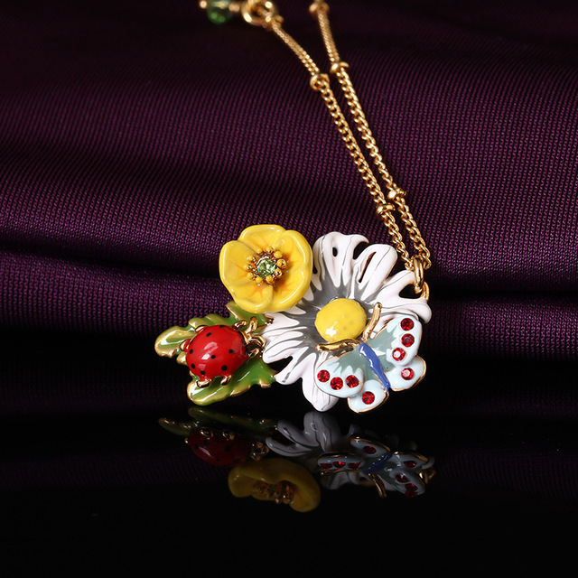 Fashion Romantic L*S Enamel Glaze Three-dimensional Daisy FLOWER Ladybug Butterfly Necklace Golden Short Chain Bone Even