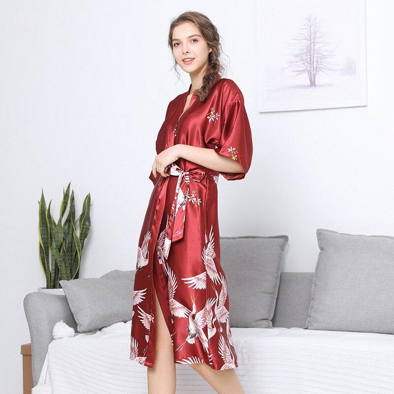 Women Silk Wedding Bride Bridesmaid Robe Printed Bathrobe Short Kimono Robe Night Robe Bath Robe Fashion Dressing Gown SQ20