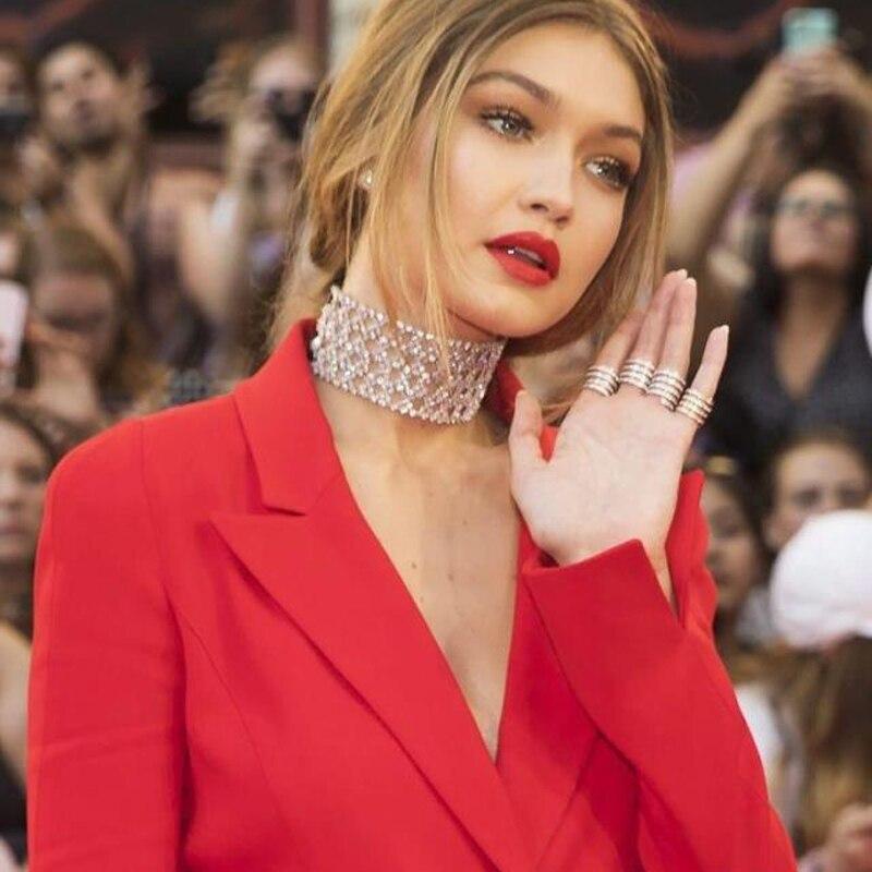 Prix pour Mode Femmes Choker Collier Vintage Évider Fleur Pendentif Colliers Bijoux Tendances Déclaration Collier Pour Cadeau N48091