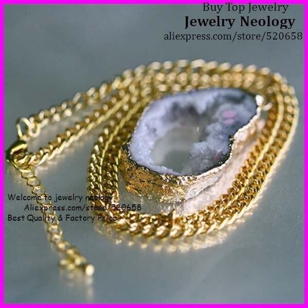 Halskette mit steinanhanger