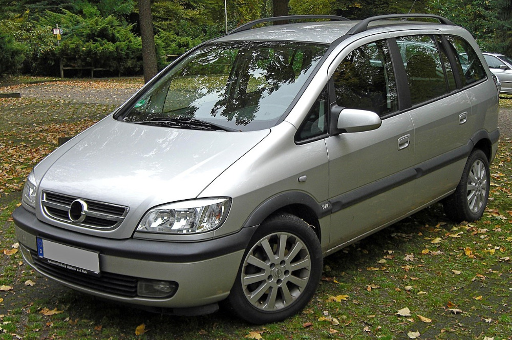 1280px-Opel_Zafira_A_Facelift_front_20091022