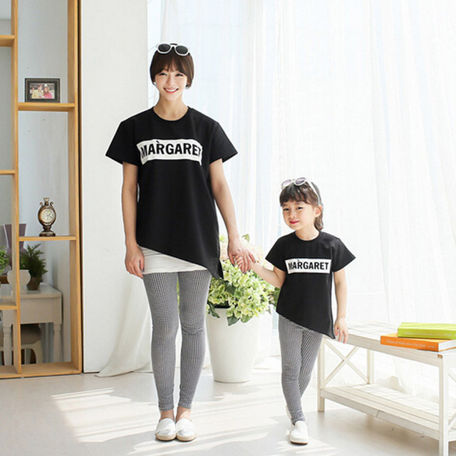 Лето стиль мать дочь соответствующие одежда хлопок письмо печать короткий рукав рубашки мода черный семья подбора цветов футболки