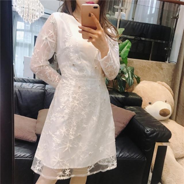 7c613a5670b9b 2018-Runway-primavera-partido-vestido -blanco-bordado-malla-diamantes-perla-estrellas-manga-larga-casual-Slim-mujeres.jpg 640x640.jpg