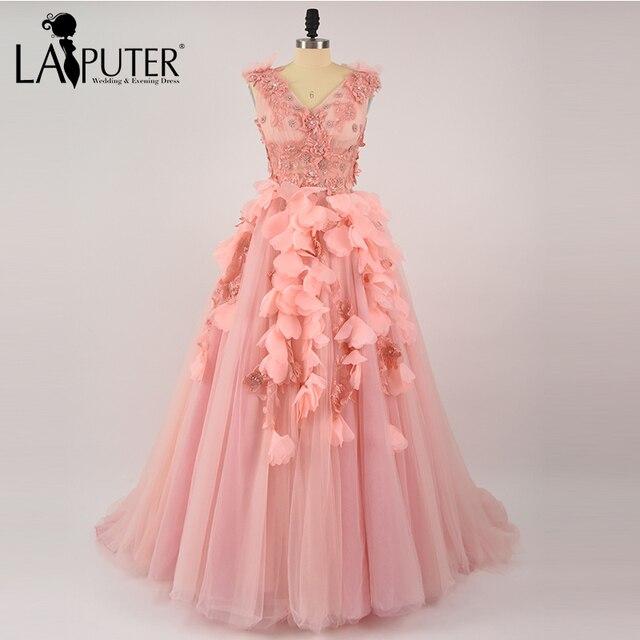 2a2dfb57144 Romantische Fee V-ausschnitt Ballkleid Lace Up Perlen Spitze Appliques 3D  Blumen Tüll Ballkleider Rosa