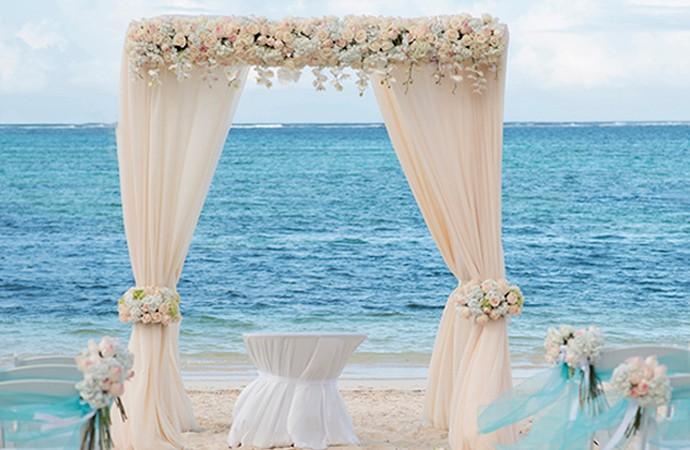 1-Elegant-Caribbean-Beach-Wedding-Arch-by-Weddings-Romantique-