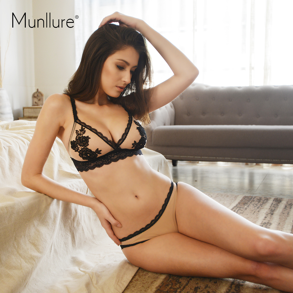 Munllure Deep V-neck Perspectivity Of  Lace Water Soluble Embroidery Applique Wireless Sexy Bra Set