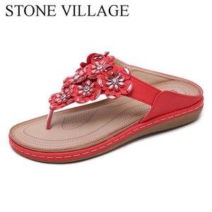 Image 2 - 스톤 빌리지 새로운 2019 여성 샌들 보헤미안 라인 석 꽃 비치 플립 플롭 대형 편안한 플랫 신발 여성