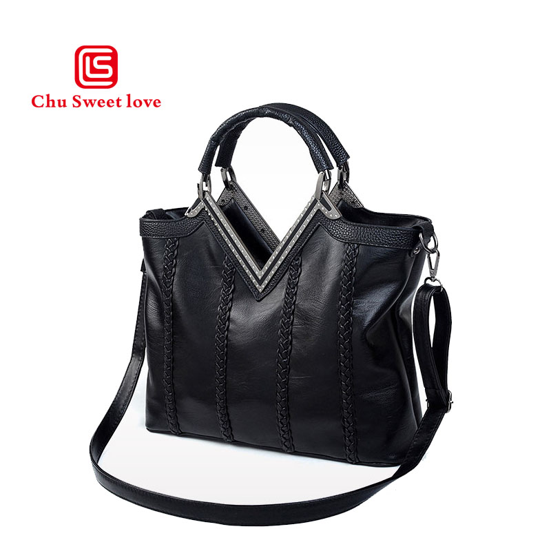New leather girl bag Europe and the United States wind portable shoulder Messenger bulk bag casual wild paragraph europe and the united states new handsome british wind pointed thick boots snake belt buckle especially exquisite single boot