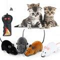 Venta caliente nuevo negro blanco divertido mascota gato ratones juguete inalámbrico RC gris rata ratón juguete Control remoto para juguetes de los niños envío gratuito