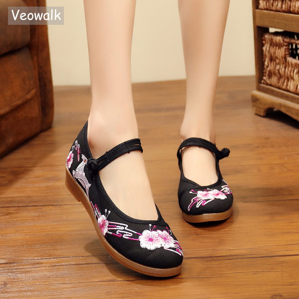 Veowalk Chinese Flowers Embroidered Women Casual Cotton Fabric Flat Platforms Vintage Ladies Mary Jane Breathable Shoes flowers branch embroidered chinoiserie fabric corset belt