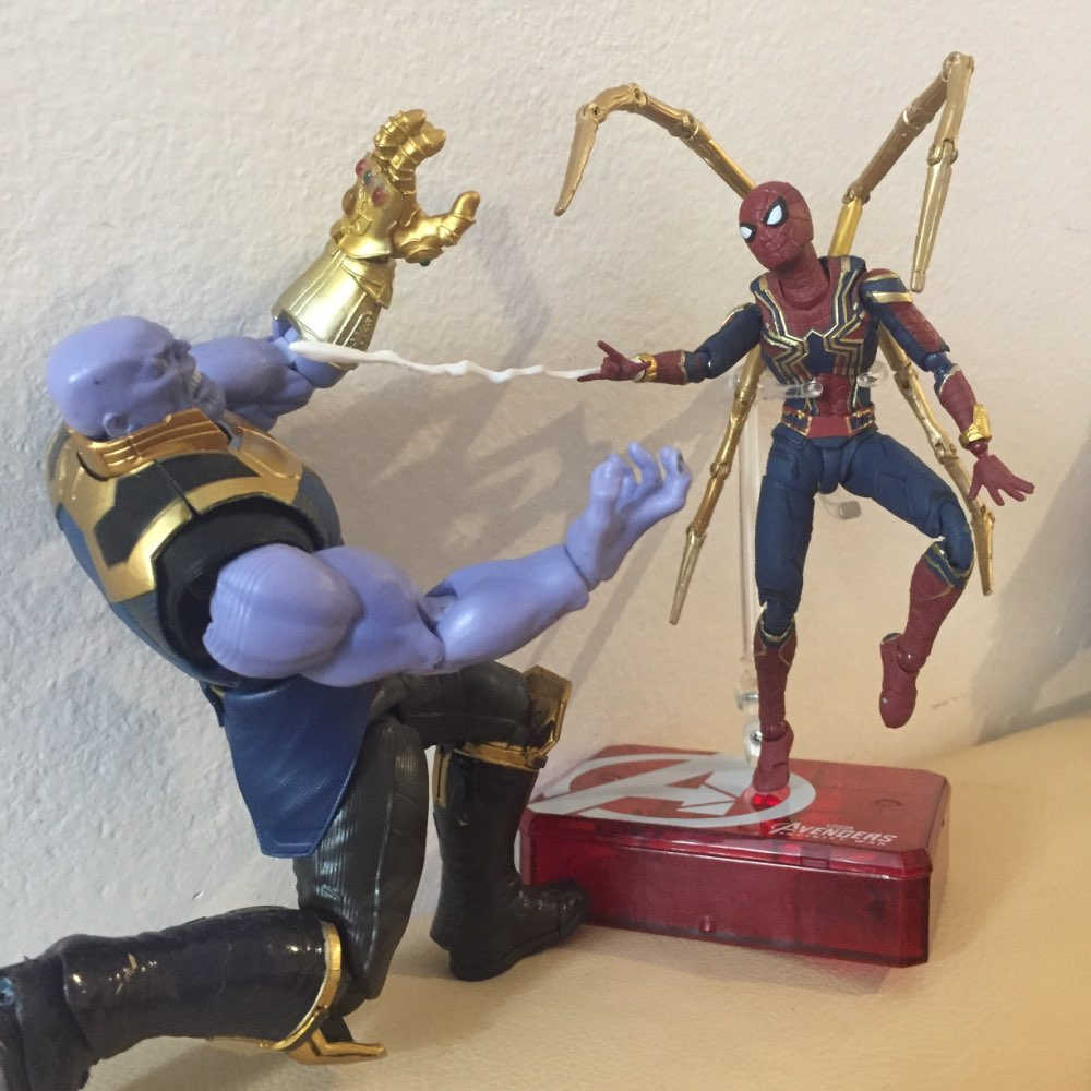 SHF Marvel Avengers Infinity War Thanos Infinity Gauntlet Spiderman Iron Spider Man PVC Action Figure Model Koleksi Mainan