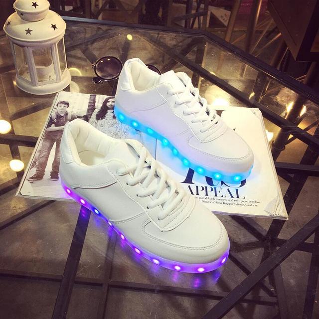 2 Cores Crianças Sapatilhas Moda de Carregamento Luminous Iluminado luzes LED Coloridas Crianças Sapatos Meninas Menino Sapatos Casuais Plana Eur24-39