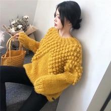 aa93fde725a2 Suéter holgado de mano para mujer con bolas de piel para decorar pulóveres  de manga larga 2018 Otoño Invierno para mujer