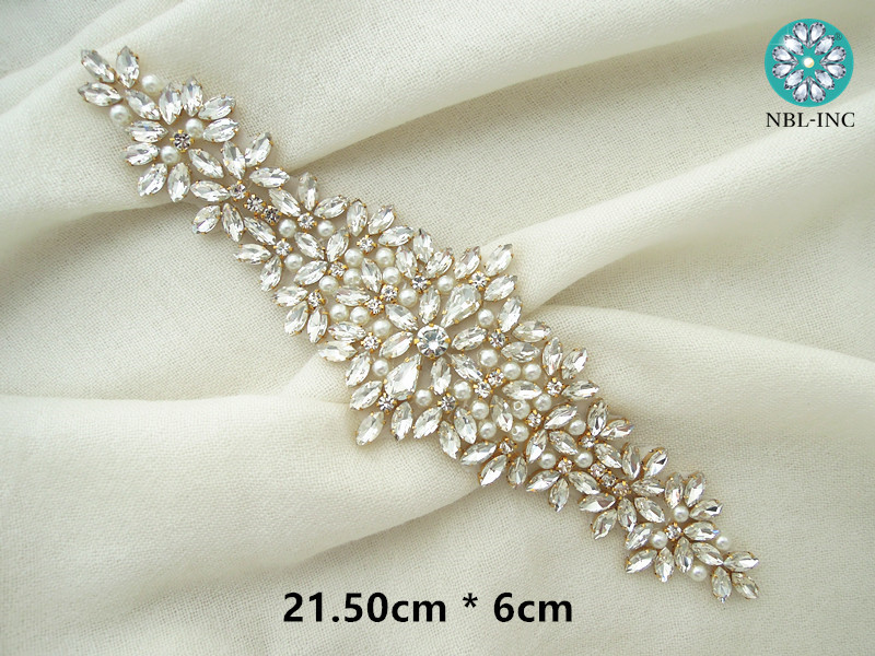 (30 PIECES ) Wholesale bridal beaded sewing rhinestone pearl applique for  wedding dresses sash DIY iron on WDD0404-in Rhinestones from Home   Garden  on ... 011112c58e2f