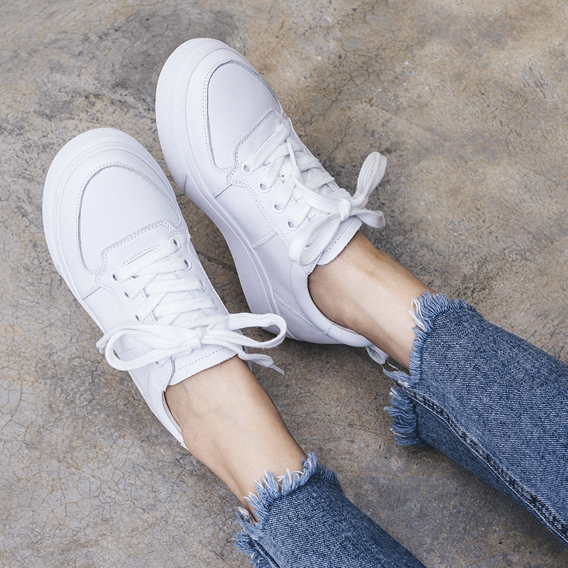 Walking shoes 2018 new small white shoes female thick leather straps wild student round head breathable walking VD55-1 VD55-14Walking shoes 2018 new small white shoes female thick leather straps wild student round head breathable walking VD55-1 VD55-14