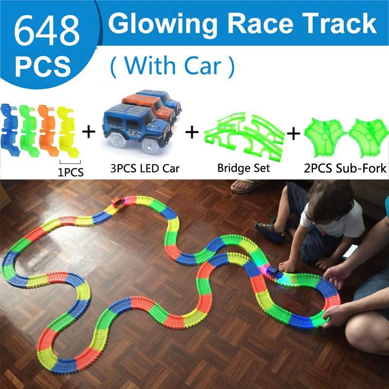 Железнодорожная волшебный светящийся гибкие трек автомобиль игрушки детей гонки изгиб рельсового пути привели Электронная вспышка света автомобиля DIY игрушки детям подарок - Цвет: 648pc 3 car 4 bridge