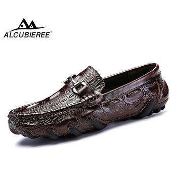 ALCUBIEREE prawdziwej skóry mokasyny męskie luksusowe wsuwane mokasyny buty do jazdy samochodem na co dzień z futra zimowe ciepłe buty męskie mokasyny tanie i dobre opinie Skóra bydlęca Gumowe Zima Krótki pluszowe men casual shoes loafers Pasuje prawda na wymiar weź swój normalny rozmiar