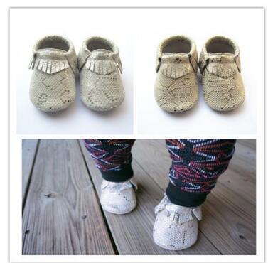 Nuevos diseños de moda polka dot zapatos de bebé Mocasines de Cuero Genuino hecha a mano suave Del Bebé Bebe antideslizante