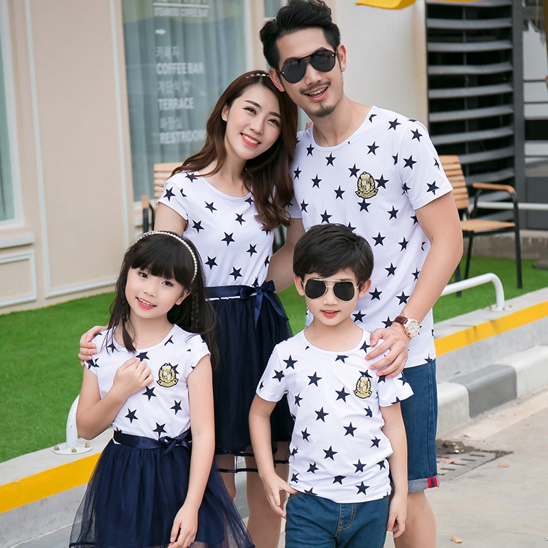 HTB1nWlvainrK1RjSsziq6xptpXaO - Summer Cotton Family Matching Outfits Mom And Daughter Mesh Dress Dad Son Blue White Stars Short T-shirt Children Clothing