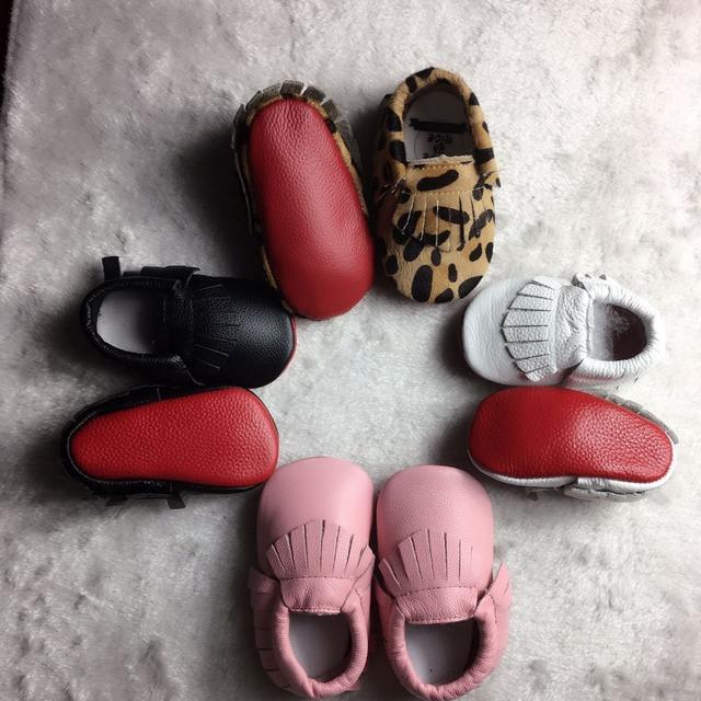 Varejo New Genuine Mocassins De Couro Do Bebê Leopardo Sapatos de sola vermelha Sapatos de Bebê meninas meninos Newborn primeiro walker Sapatos Infantis