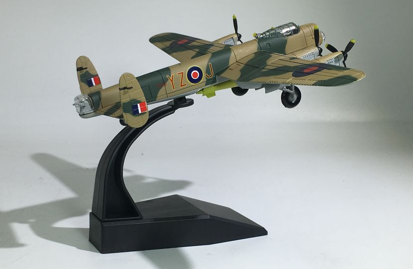 AMER 1/144 Military Model Toys AVRO Lancaster Bomber Fighter Diecast Metal Plane Model Toy for Collection/Gift/Decoration
