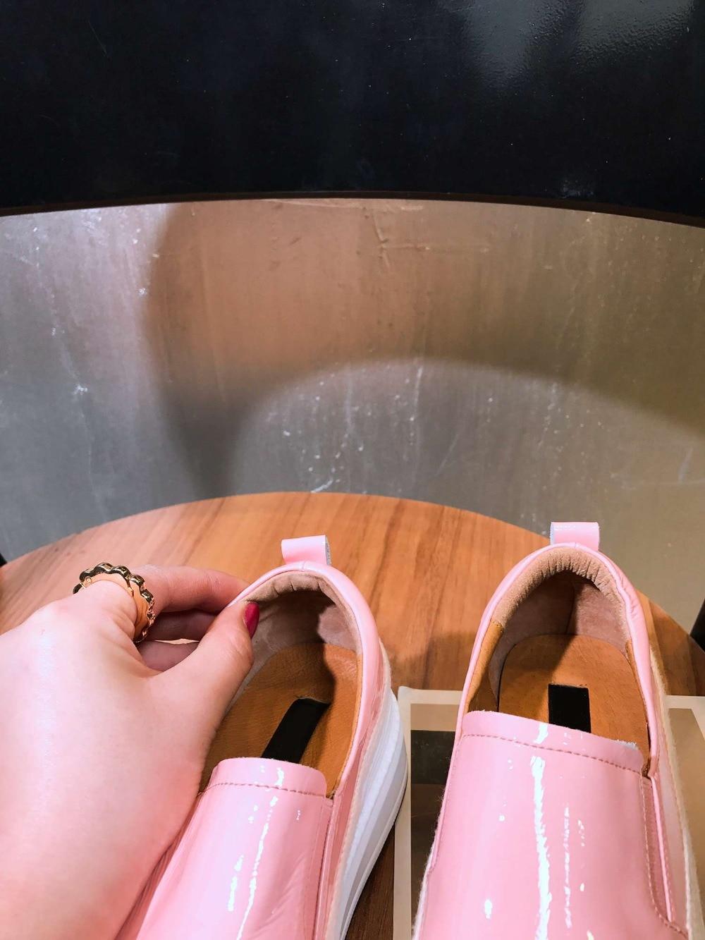 2019 موجزة نمط المتسكعون جولة اصبع القدم سميكة ميد أسفل منصة الجلود والحبوب الكاملة زلة على لباس غير رسمي امرأة أحذية مفلكنة L18-في أحذية مطاطية نسائية من أحذية على  مجموعة 2