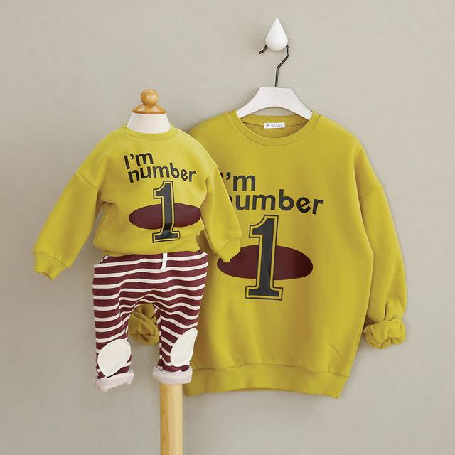 Madre y Bebé Familia A Juego Cartas Casual T-shirt Ropa de terciopelo caliente juego trajes de Algodón para el otoño y el invierno