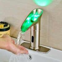 ニッケルブラシ浴室のシンクの蛇口自動センサーの蛇口 LED スパウトミキサータップとカバープレート