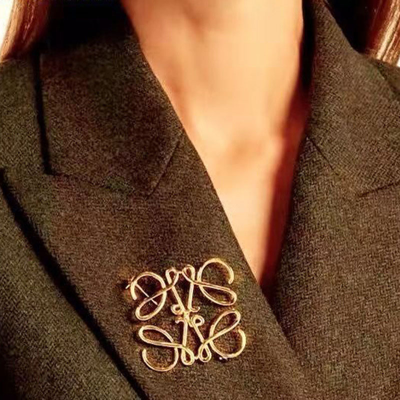 ><font><b>Spanish</b></font> Show Star Geometry Square Hollow Brooch Ladies Suit Symmetrical Lapel Pin Accessories