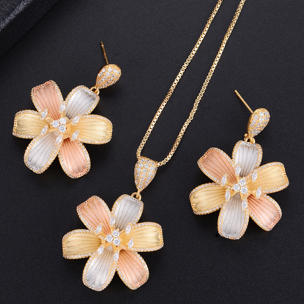Trendy Three Colors Flower Pendant Necklace And Dangle Earrings Sets For Women Wedding Engagement Jewlery chic rhinestone african plate shape pendant necklace and earrings for women