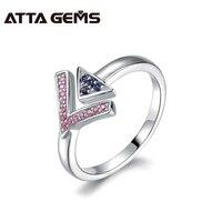 ไพลินสีชมพูและสีน้ำเงินไพลินแหวน