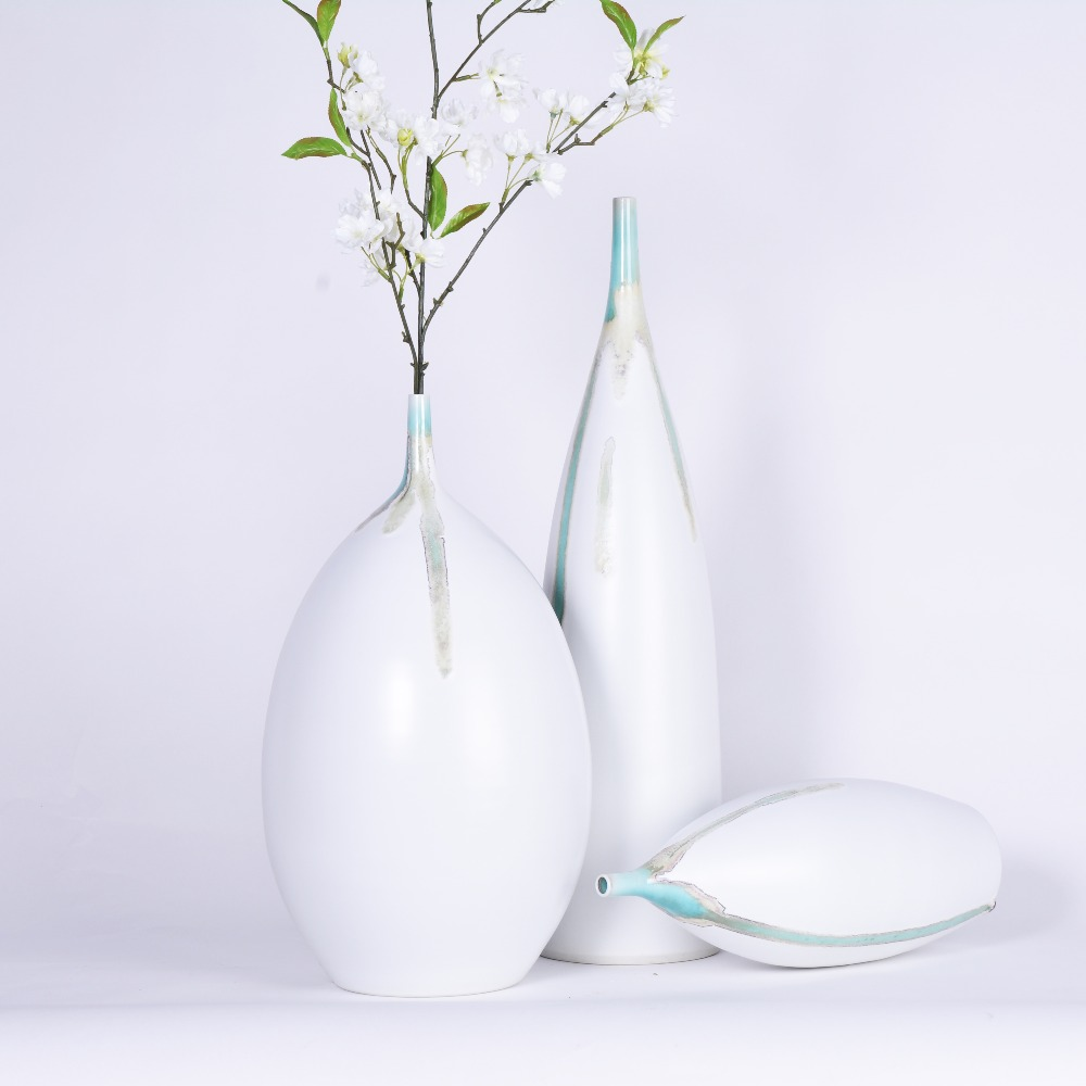 High Quality Glazed Traditional Chinese Flower Vase Simple Design White Tabletop Ceramic Vase Home Decor Accessories