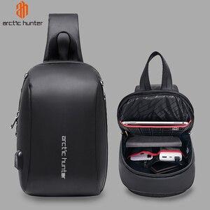 "Image 1 - Арктический Хантер мужская сумка с ремнем через плечо сумка Водонепроницаемый USB сумки через плечо для мужчин в стиле кэжуал Стиль Путешествия сумка нагрудная сумка подходит 9,7 ""iPad"