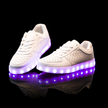 11สีLedรองเท้า2016ร้อนผู้ใหญ่สว่างขึ้นรองเท้าผู้ชายผู้หญิงรองเท้าเรืองแสงสีขาวสีดำC Haussure Lumineuse Led H Ommes f emme