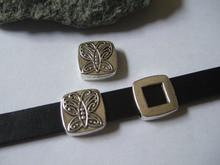 Новые прибытия 10 шт. старинное серебро круглый резные бабочки шармов бусины слайдер проставки для 10 * 2 мм плоский кожаный шнур