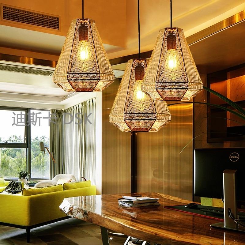 Lampe pendante en acier inoxydable de personnalité en métal évider les lampes et les lanternes de chambre de restaurant de pyramide de modèle