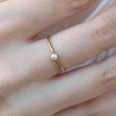 Zhouyang Cincin untuk Wanita Halus Mini Pearl Cincin Tipis Minimalis Gaya Dasar Lampu Kuning Emas Warna Fashion Perhiasan KBR010