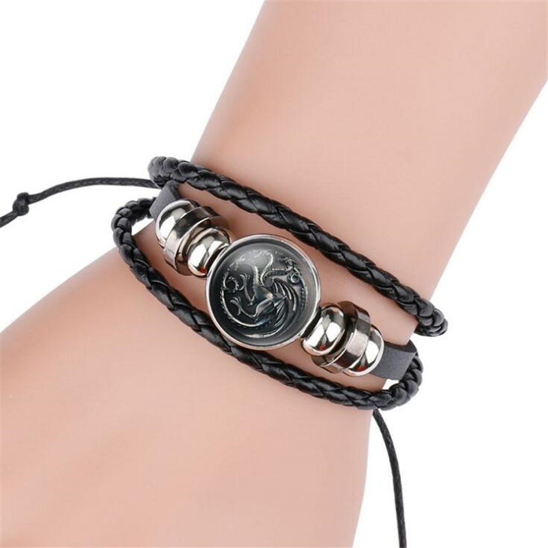 Hot New Game Of Thrones Bracelet Cosplay Costumes Badge Stark Direwolf 9 Family Logo Black Gem Leather Bracelet Small Gift